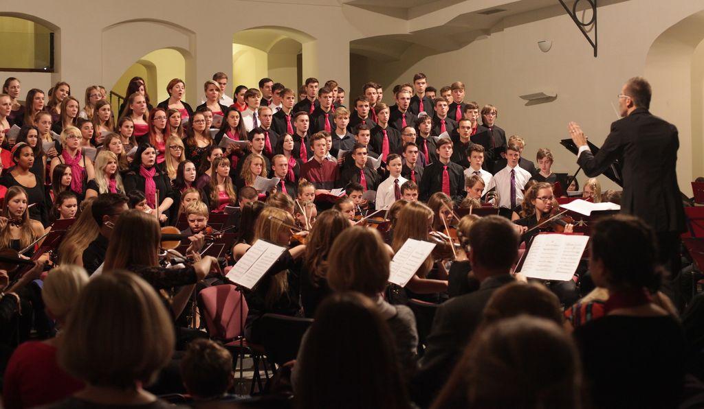 Zrcadlo přátelství - Spojený festivalový sbor a orchestr Decapoda